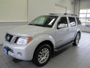 FOR SALE:NISSAN PATHFINDER LE 2010